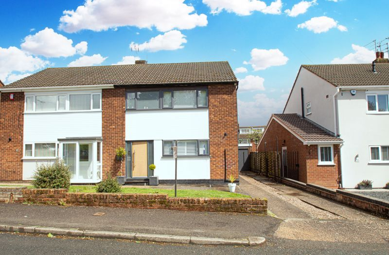 3 bed house for sale in Carters Lane 1