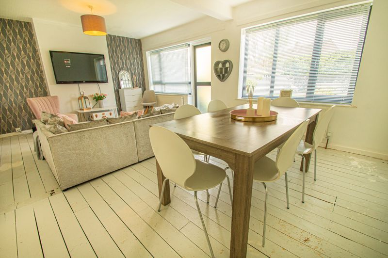 3 bed house for sale in Carters Lane 3