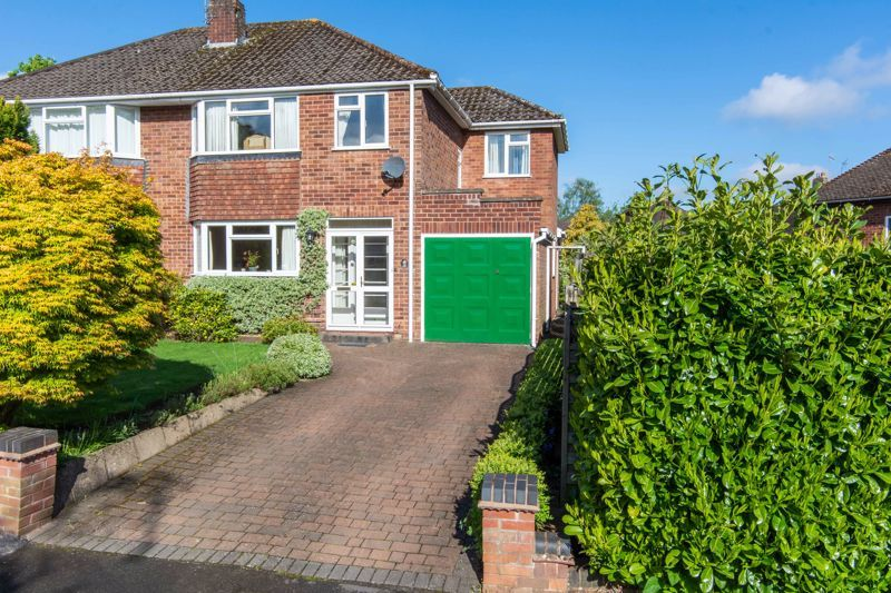 4 bed house for sale in Castle Grove 1