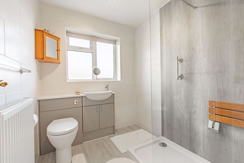 4 bed house for sale in Castle Grove  - Property Image 12