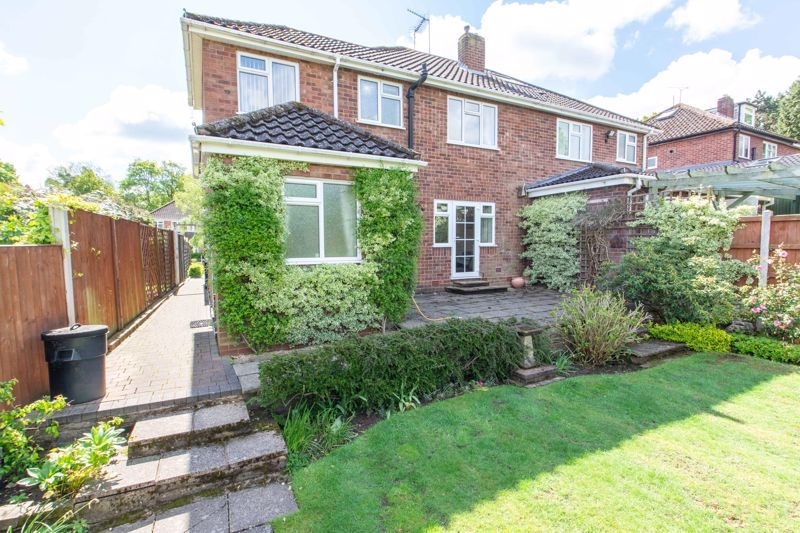4 bed house for sale in Castle Grove 13