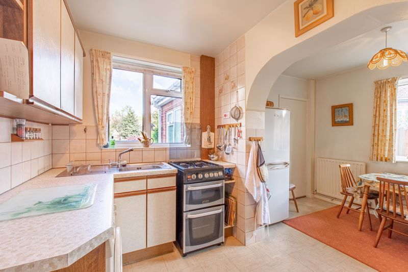 4 bed house for sale in Castle Grove 4