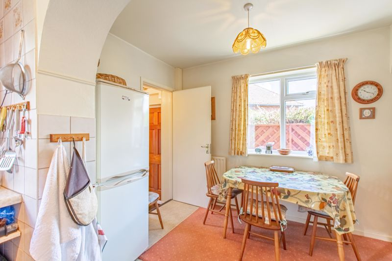 4 bed house for sale in Castle Grove 5