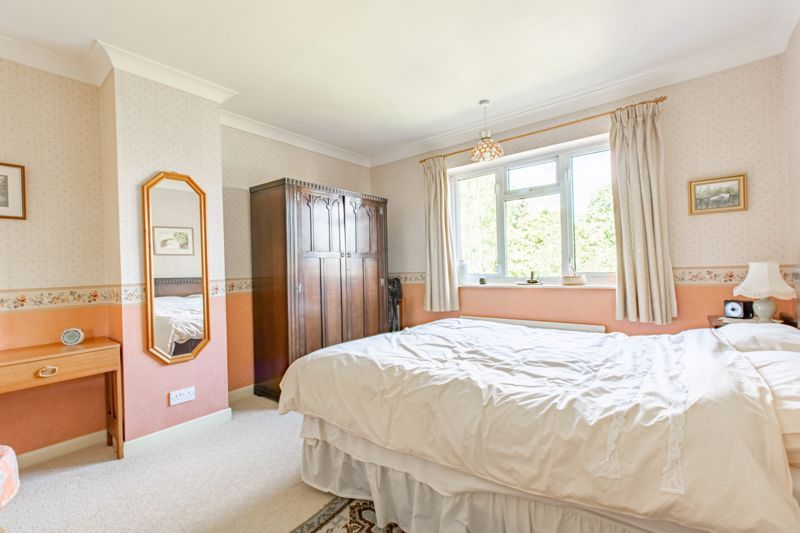 4 bed house for sale in Castle Grove 9