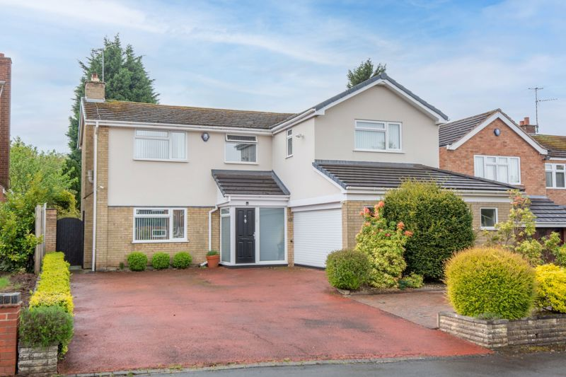 4 bed house for sale in Cochrane Close 1