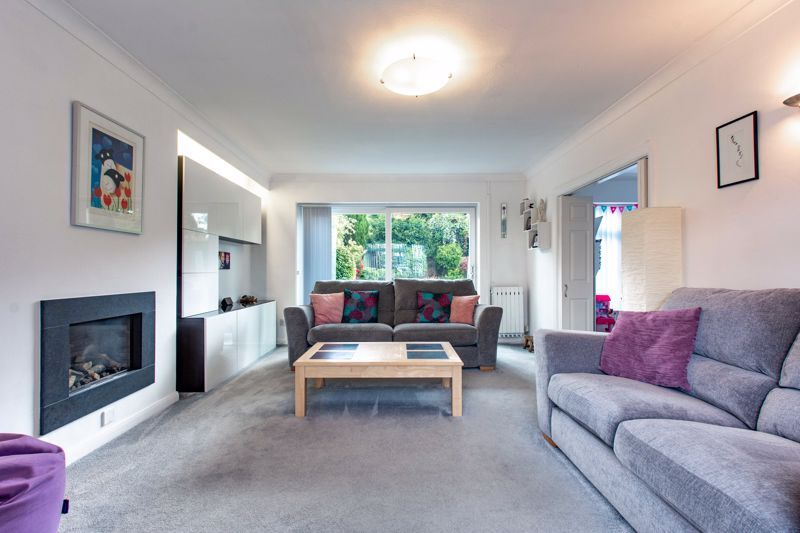 4 bed house for sale in Cochrane Close  - Property Image 2