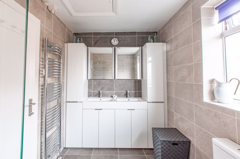 4 bed house for sale in Cochrane Close 12