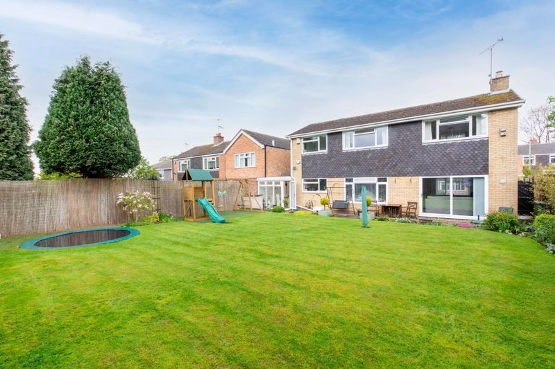 4 bed house for sale in Cochrane Close 13