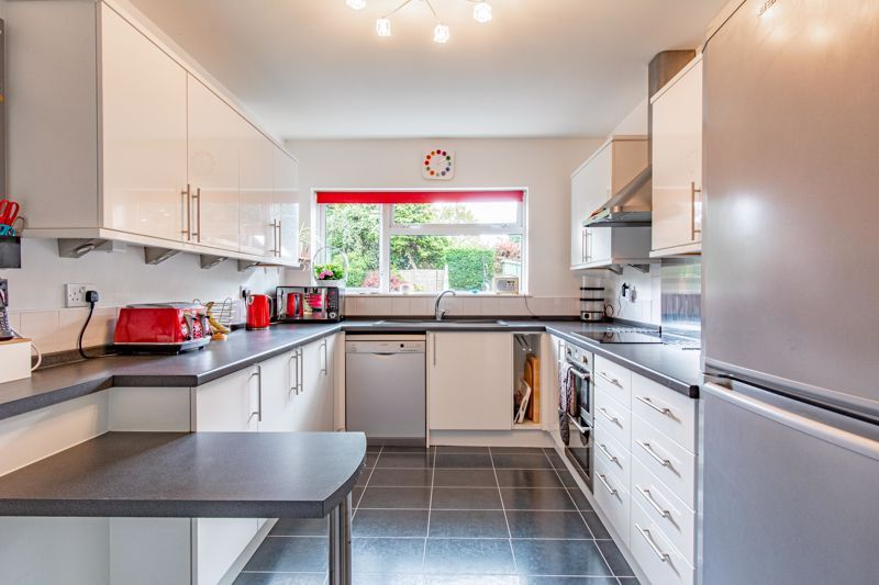 4 bed house for sale in Cochrane Close 14