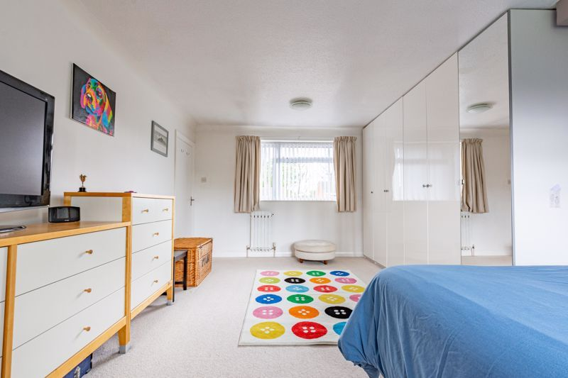 4 bed house for sale in Cochrane Close 16