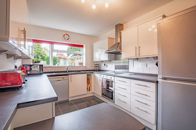 4 bed house for sale in Cochrane Close 3