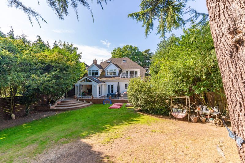 5 bed house for sale in Parkland Avenue  - Property Image 1