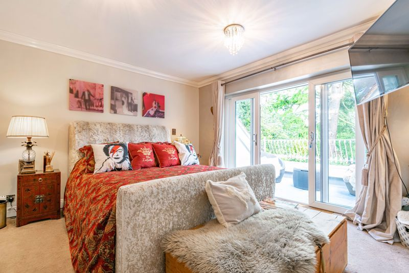 5 bed house for sale in Parkland Avenue  - Property Image 11