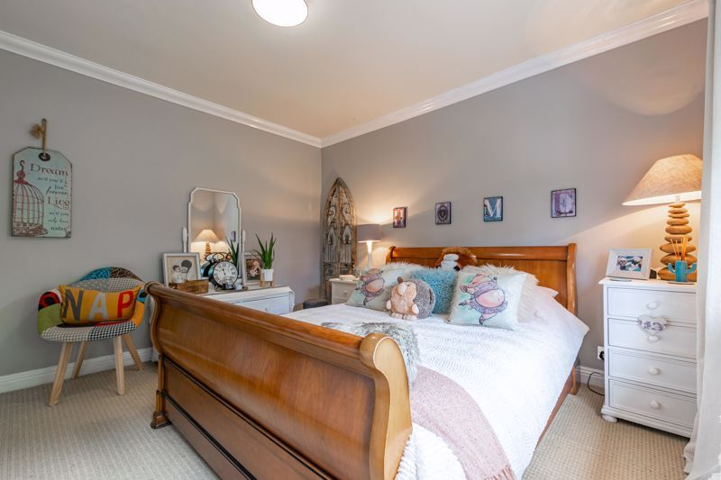 5 bed house for sale in Parkland Avenue 16
