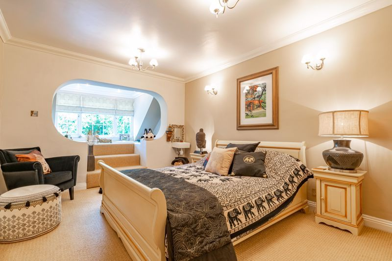 5 bed house for sale in Parkland Avenue 18