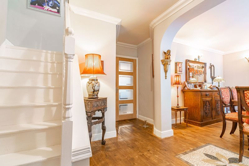5 bed house for sale in Parkland Avenue  - Property Image 3