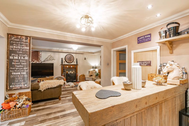 5 bed house for sale in Parkland Avenue  - Property Image 6