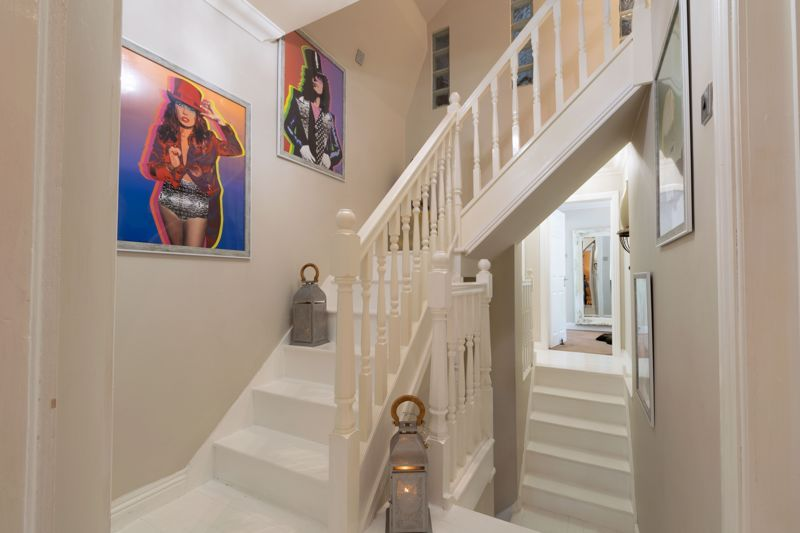 5 bed house for sale in Parkland Avenue 10