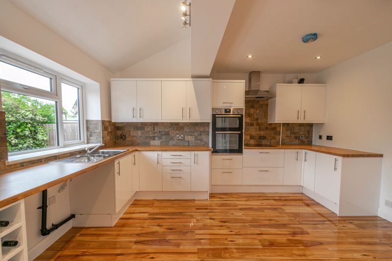 3 bed house for sale in Meadowhill Crescent 2