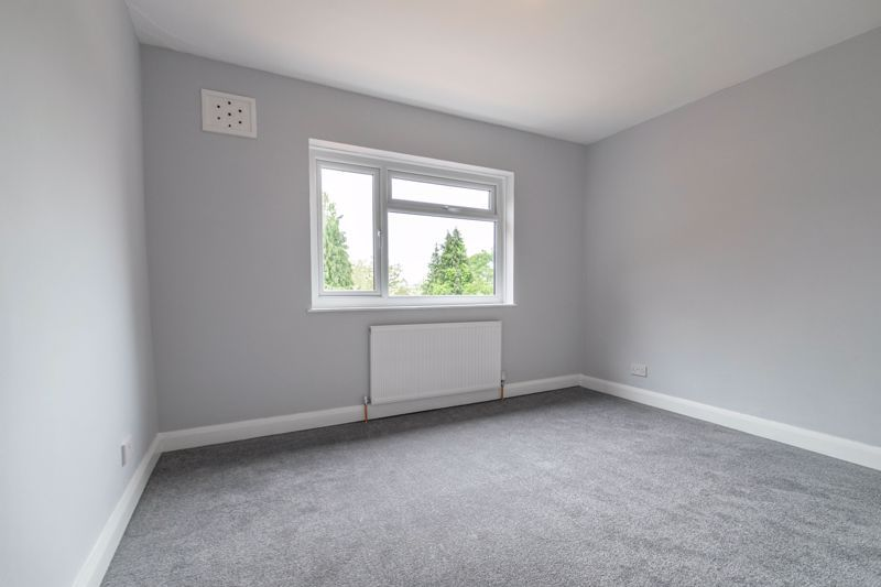 3 bed house for sale in Meadowhill Crescent 11