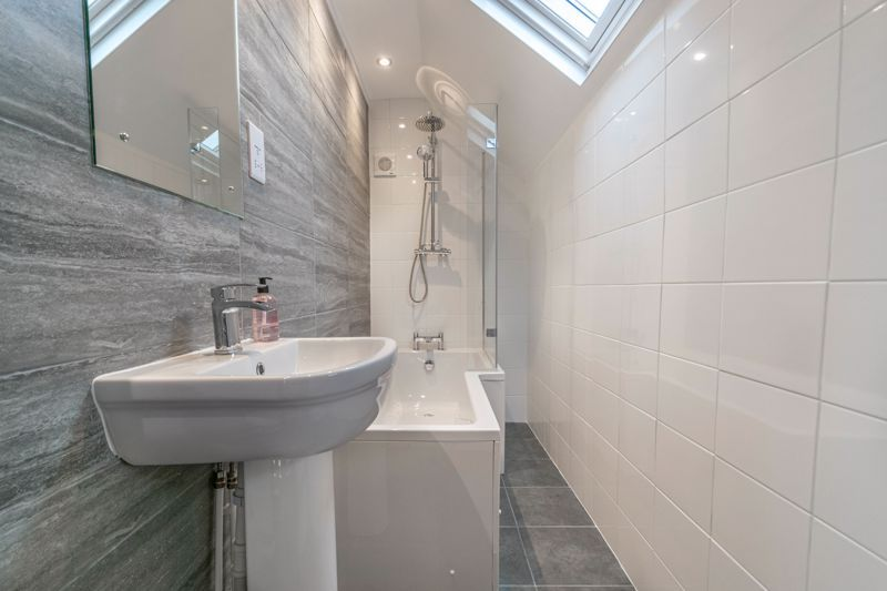 3 bed house for sale in Meadowhill Crescent 13