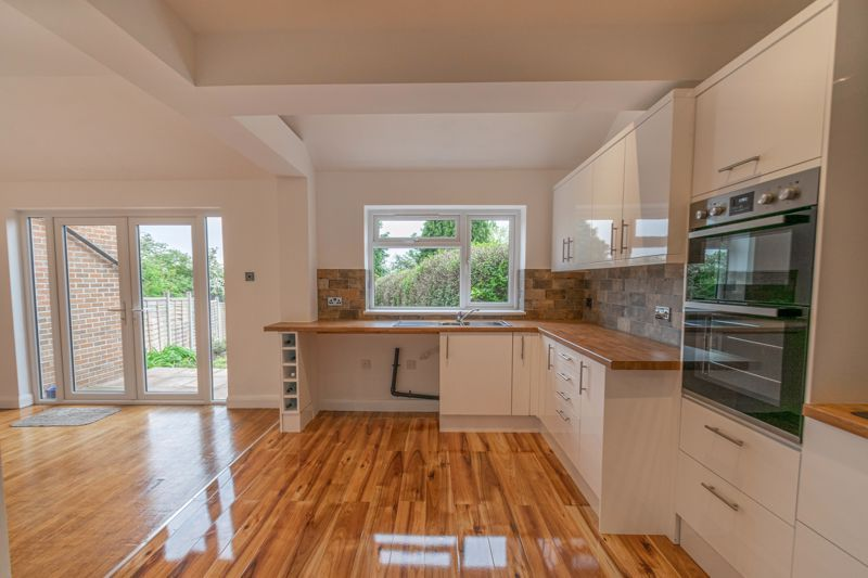 3 bed house for sale in Meadowhill Crescent  - Property Image 4