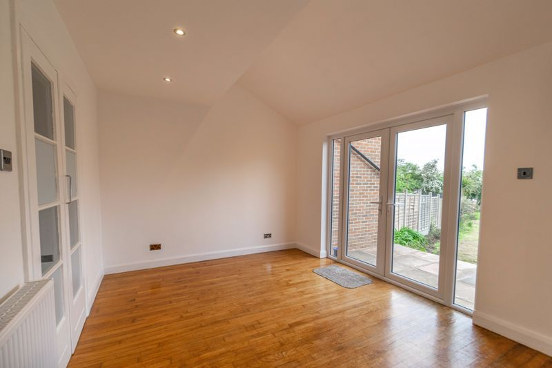 3 bed house for sale in Meadowhill Crescent  - Property Image 5