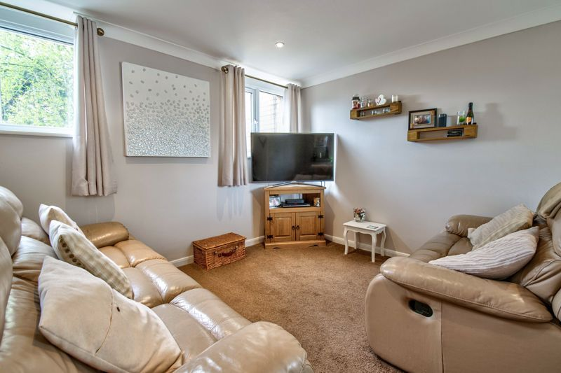 1 bed flat for sale in Thatchers Green 2