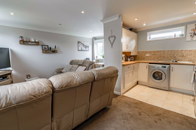 1 bed flat for sale in Thatchers Green 3
