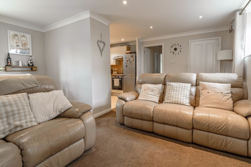 1 bed flat for sale in Thatchers Green 4