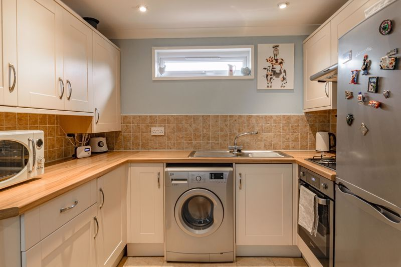 1 bed flat for sale in Thatchers Green 5