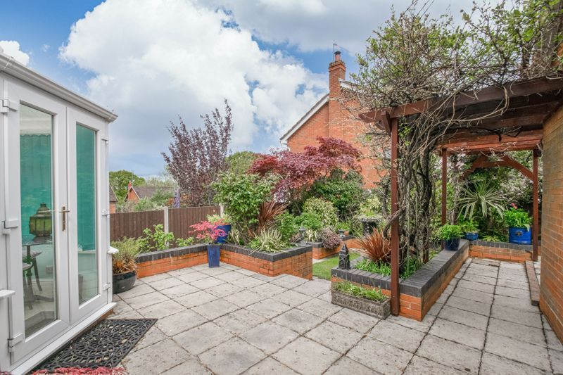 4 bed house for sale in Epsom Close 12
