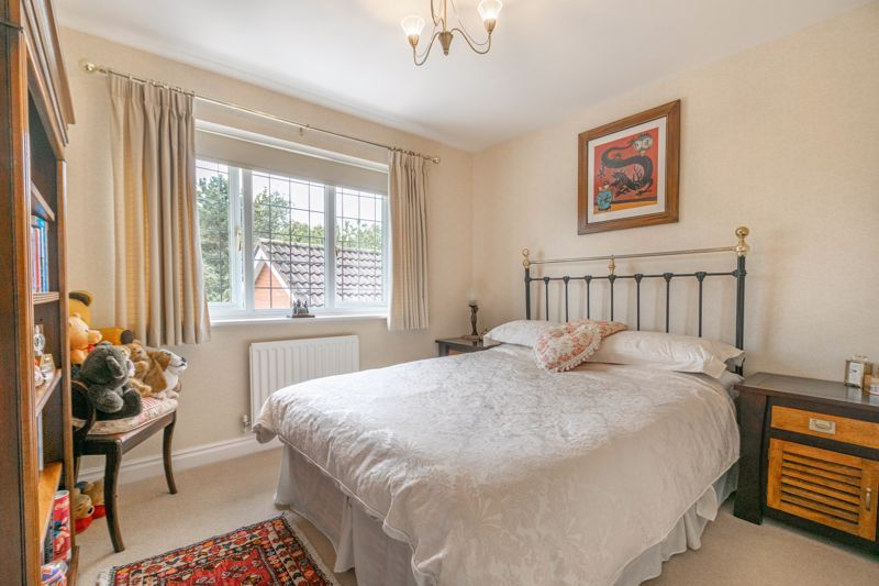 4 bed house for sale in Epsom Close 8