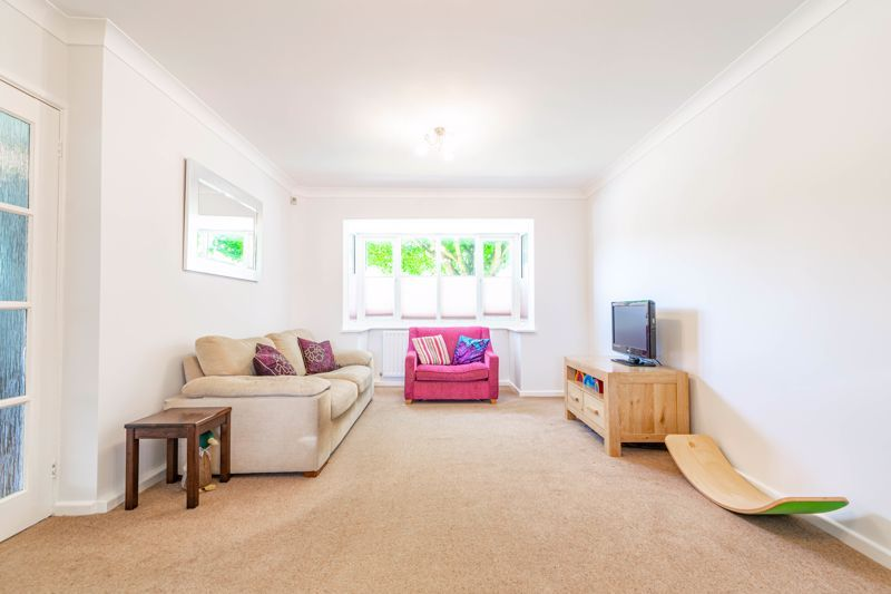 4 bed house for sale in Melrose Avenue  - Property Image 2