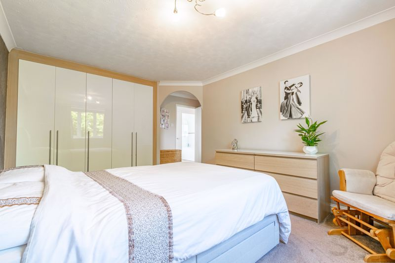 4 bed house for sale in Melrose Avenue 12