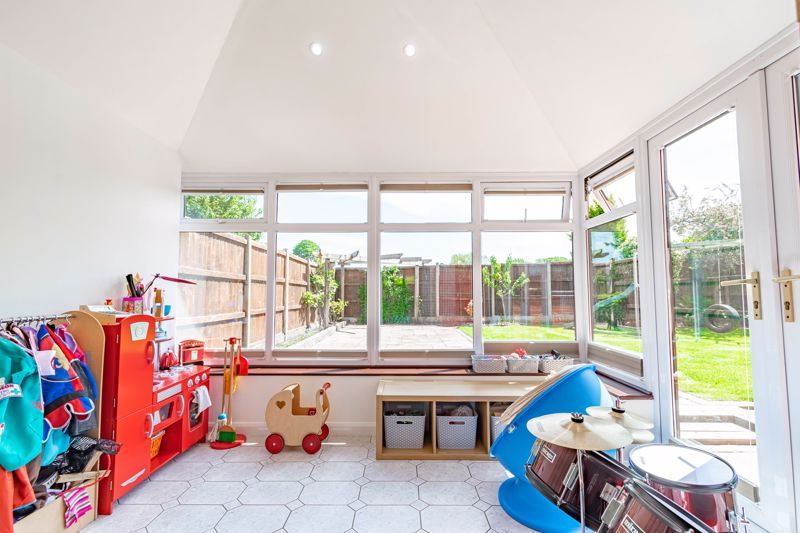 4 bed house for sale in Melrose Avenue 5