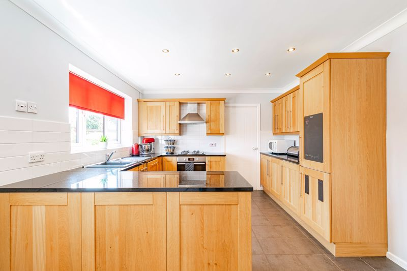 4 bed house for sale in Melrose Avenue 6