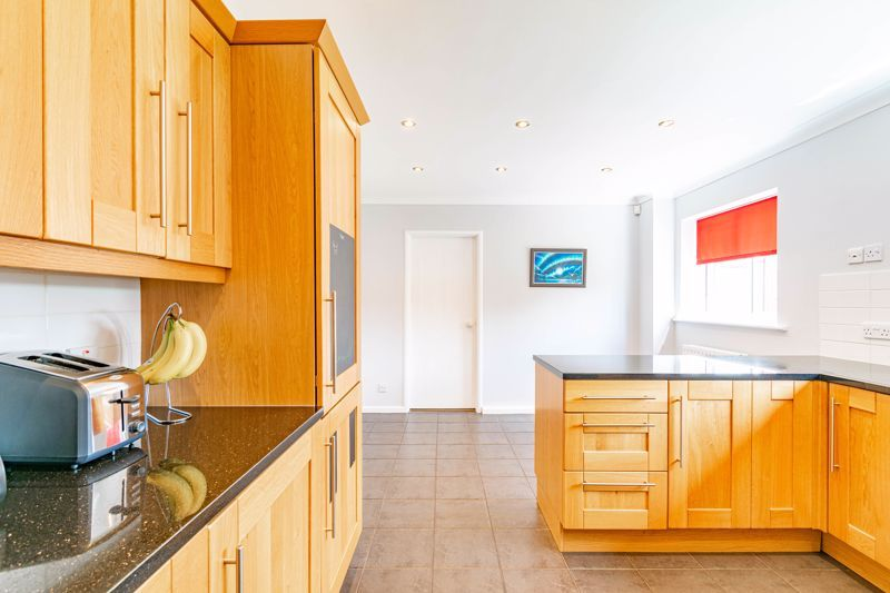 4 bed house for sale in Melrose Avenue 7