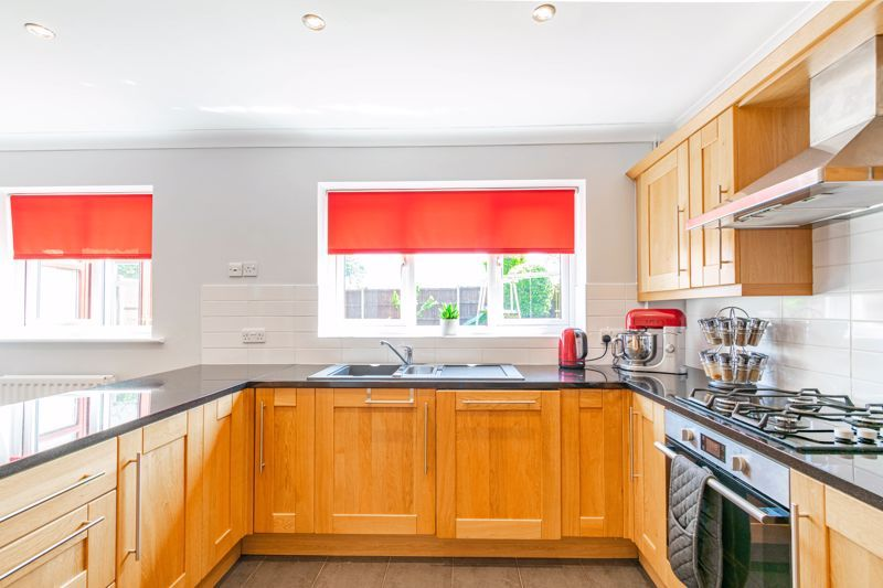 4 bed house for sale in Melrose Avenue 8