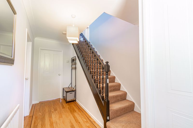 4 bed house for sale in Melrose Avenue 10