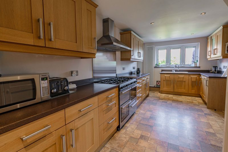 4 bed house for sale in Avoncroft Road  - Property Image 5