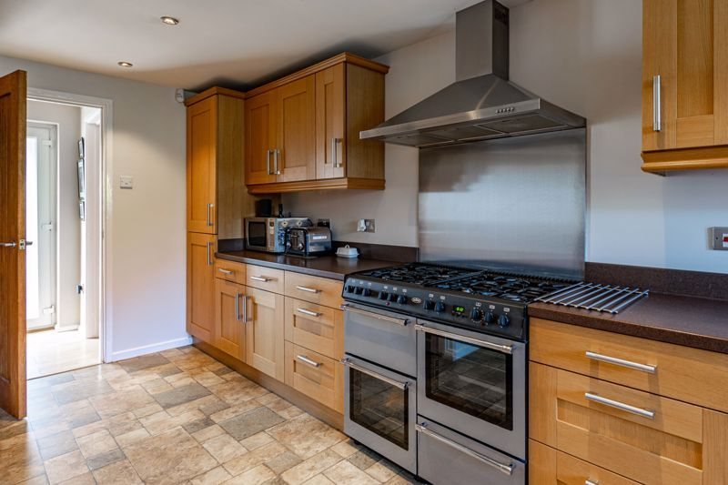 4 bed house for sale in Avoncroft Road 6
