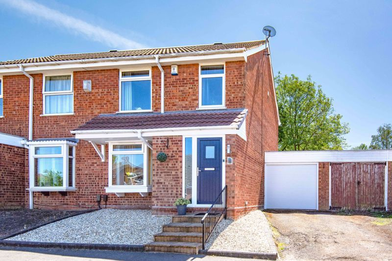 3 bed house for sale in Felbrigg Close 1