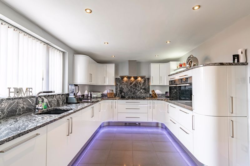 4 bed house for sale in Regis Heath Road 4