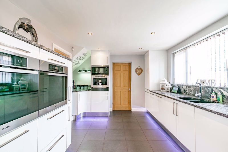4 bed house for sale in Regis Heath Road 5