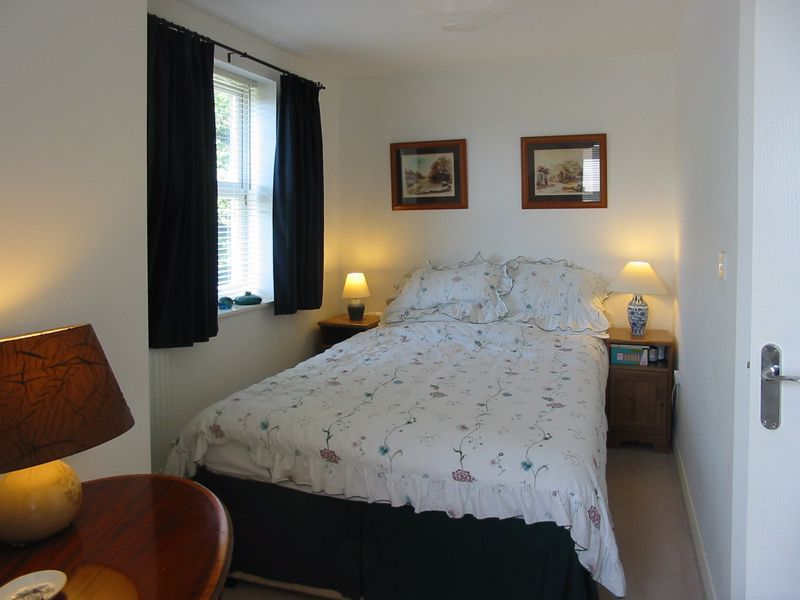 2 bed flat for sale in Trefoil Gardens 10