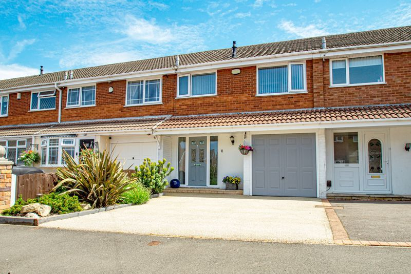 3 bed house for sale in Pinewood Drive 1