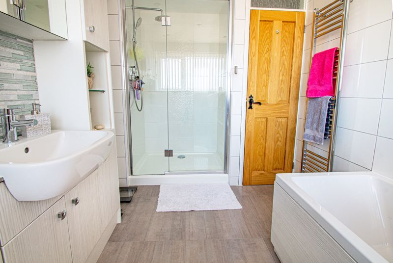3 bed house for sale in Pinewood Drive  - Property Image 11