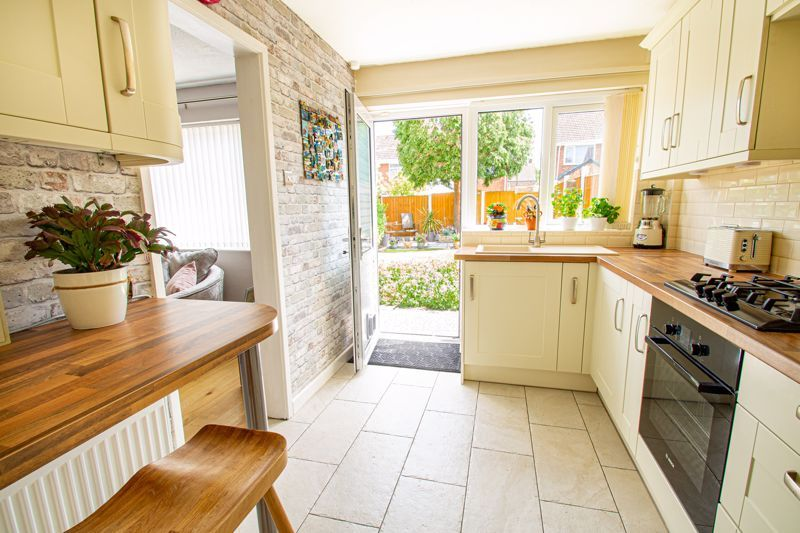 3 bed house for sale in Pinewood Drive 4