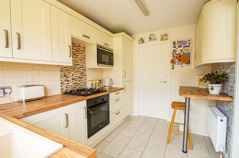 3 bed house for sale in Pinewood Drive 5